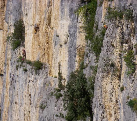 Bram en Tim in de 2de lengte van 'Singes en hiver' (6b). Sanne komt ook eens piepen