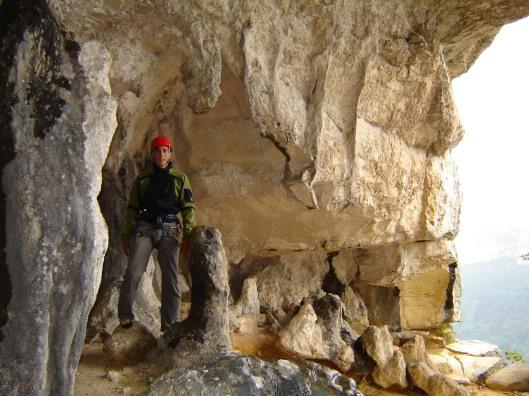 La grotte, 220m, 6b. Een prachtige grot met bivakplaatsen in de voorlaatste lengte!