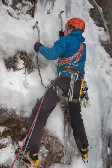 Tim bereikt het ijs na een traverse