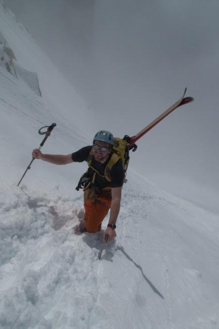 Sam tijdens de laatste meters naar de top van de Aiguille d'Argentière (c) YdB