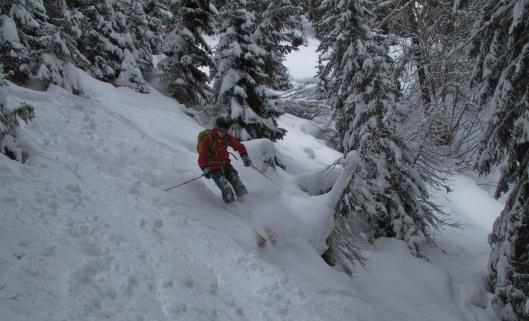 David vind nog wat zachte sneeuw tussen de ijsbrokken in La Fouly  (c) YdB