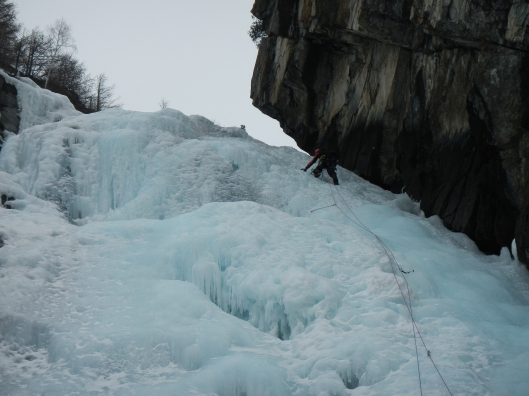 Stijn in de voorlaatste lengte van Cascade de Lillaz