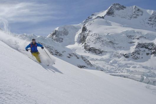 Yannick tijdens de eindeloze afdaling tussen seracs op de Morteratch gletsjer