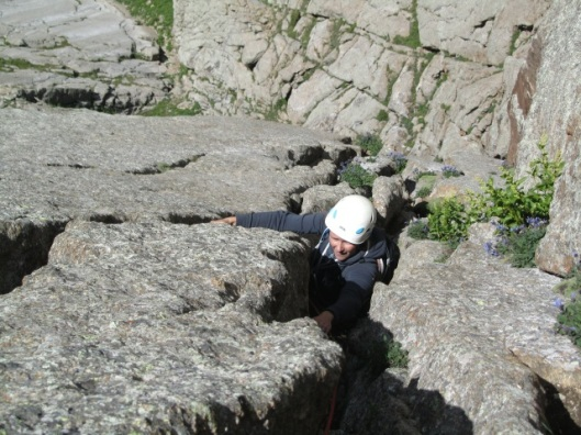 "An discovering offwidth climbing in ""the canvas crack"" ©Sanne"