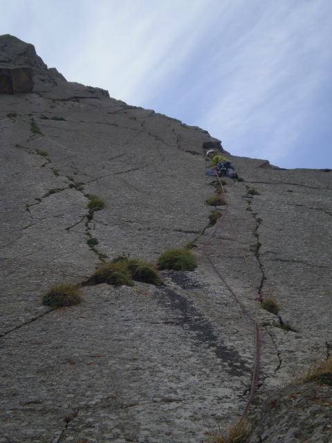 Coen Pijl climbing little Asan ©Lander