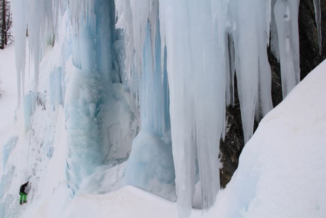 Mighty ice-formations for those willing to go for it ©Sanne