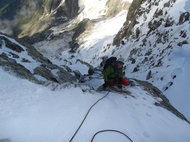 An in the mixte climbing on Aiguille de Rochefort ©Sanne
