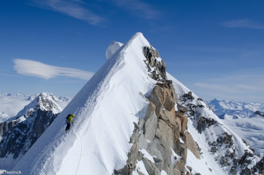 Eivind nadert de top van de Courtes