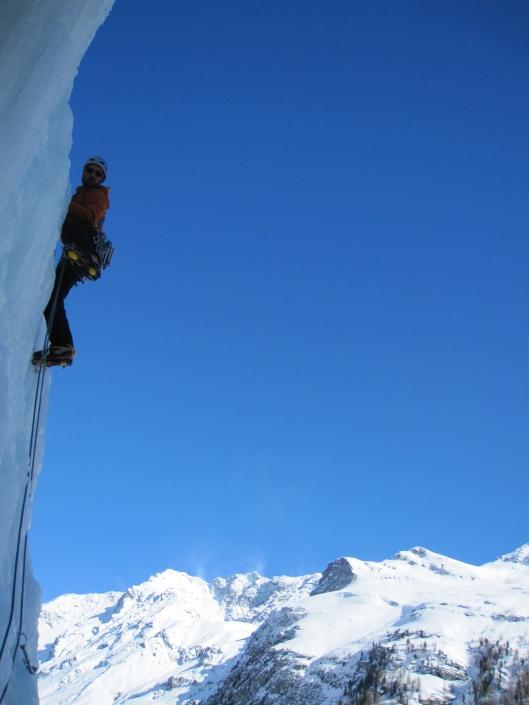 Jonas Vandermaesen climbing Cascade de La-Lé in Val d'Anniviers (100m, TD, WI5).