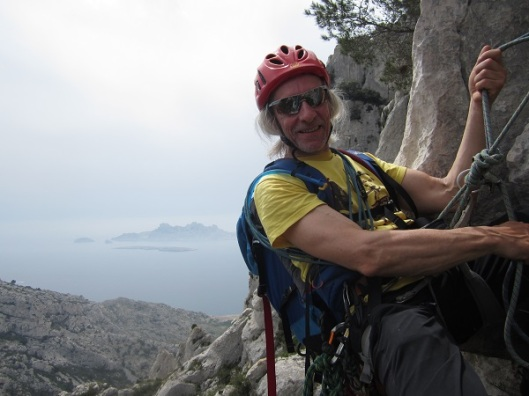 Stagebegeleider Koen Dooms in actie tijdens onze eerste klimdag (foto Roel)
