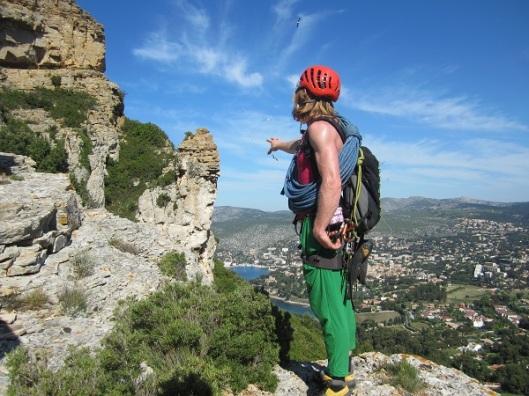 Andreas probeert een meeuw te vangen op weg naar Jas de la Penna - foto Roel