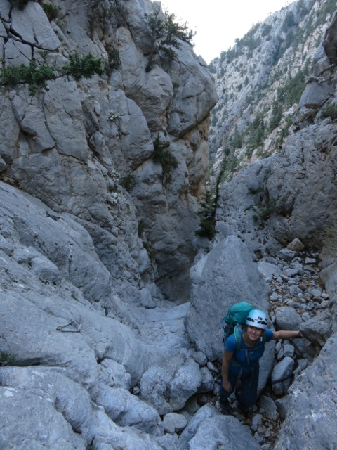Canyoning toward the rappels ©Sanne