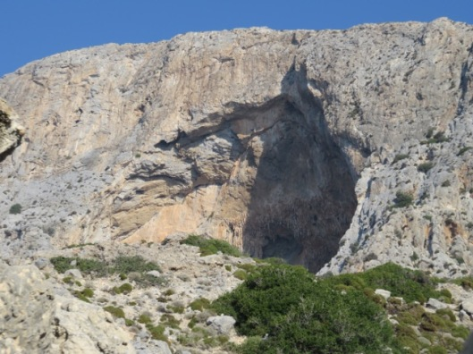 The huge crescendo cave on Telendos' south face ©Sanne